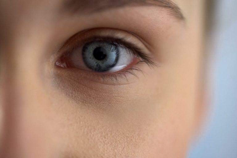 Age-Related Macular Degeneration: How Does It Feel To Have One?